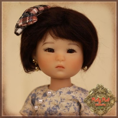 Perruque Mohair noire à petit noeud pour poupée 8 inch