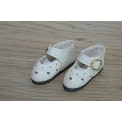 Chaussures découpées à petits coeurs Crème