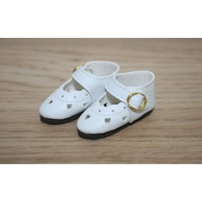 Chaussures découpées à petits coeurs blanches