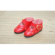 Chaussures découpées à petits coeurs rouges