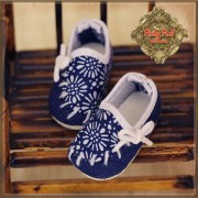 Chaussures Marine à fleurs blanches pour InMotion Girl
