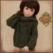 Pull kaki à capuchon pour poupée Rubyred 30 Cm