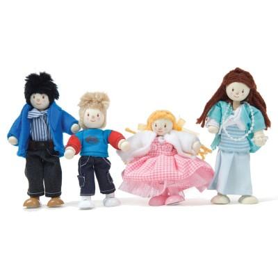 Famille de 4 poupées en bois