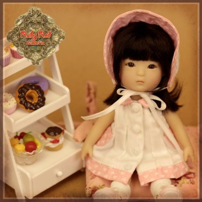 Ensemble Robe blanche et rose à coeurs pour Yu Pingv- Rubyred