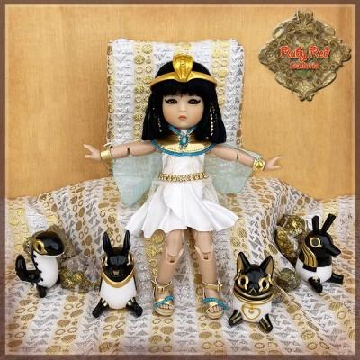 Poupée Cleopatra Four Kindergartner - Ruby Red