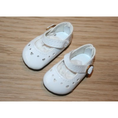Chaussures blanches à coeurs pour Little Darling